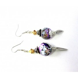 Boucles d'oreille violettes orages et grises et petite feuille