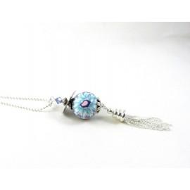 Sautoir fleur bleue et mauve et son pompon argenté