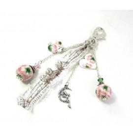Bijou de sac fleurs roses