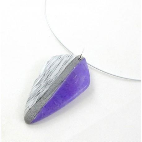 Collier violet et gris, en pâte polymère