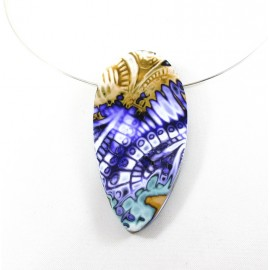 Collier violet graphique