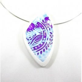 Collier bleu et violet motif indien